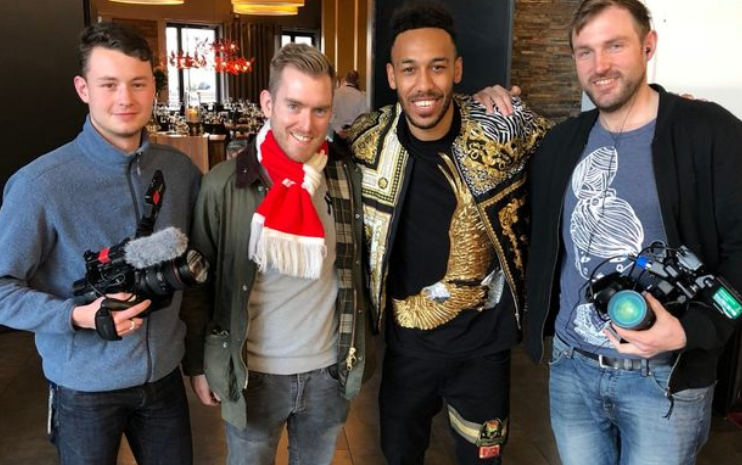 aubameyang and a fan.PNG
